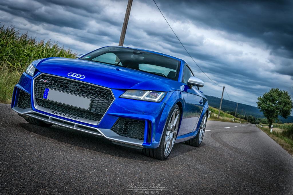 Audi TT RS ara blue