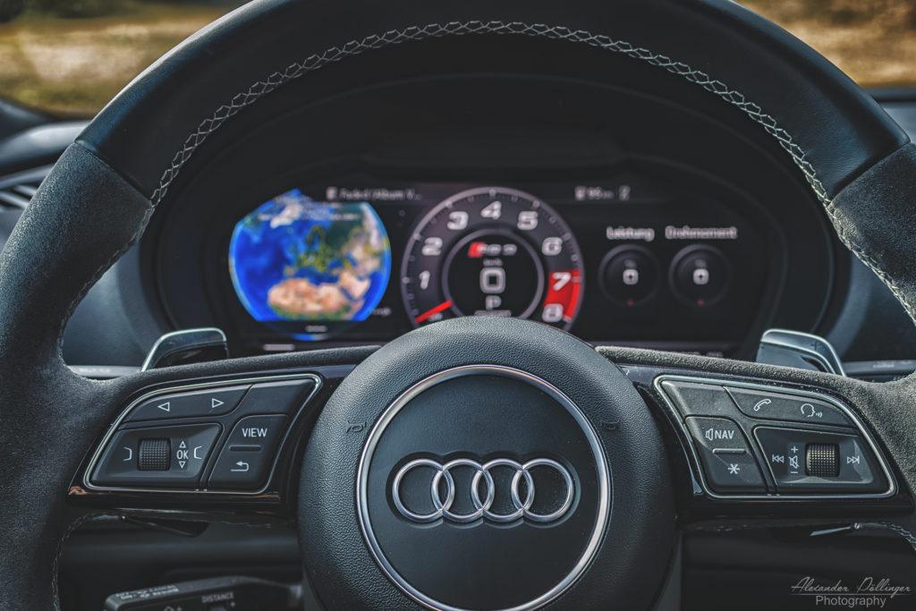 Audi RS3 Limousine Mysticblau Perleffekt Cockpit