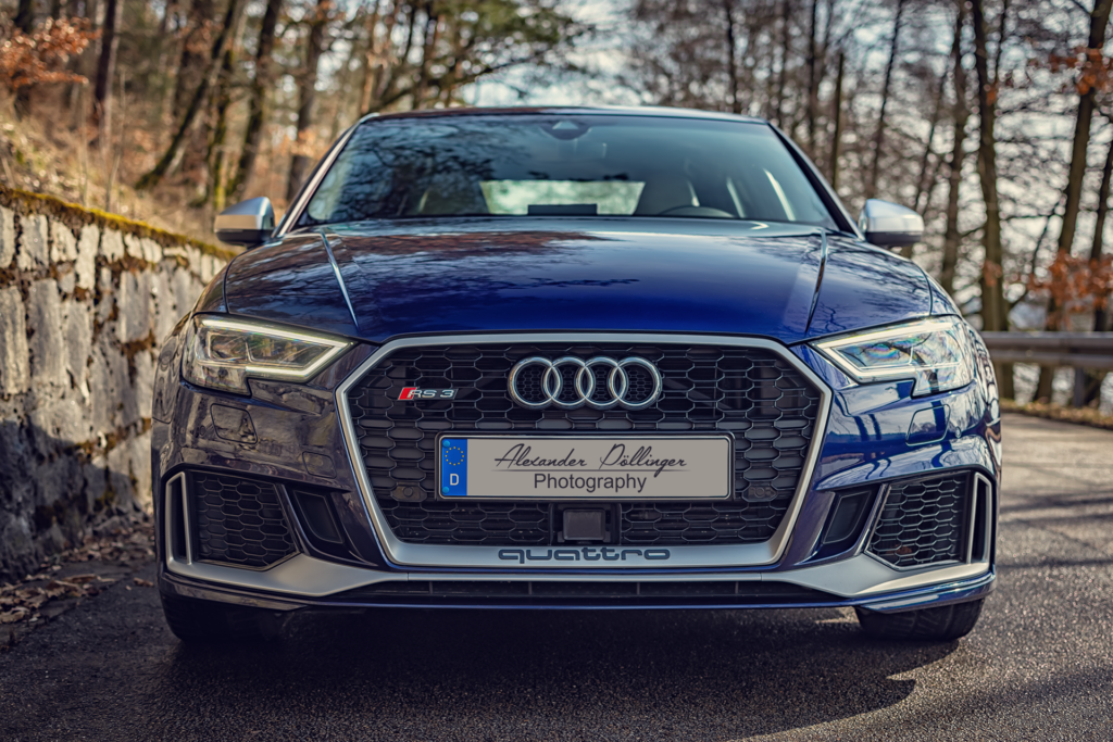 Audi RS3 Limousine Mysticblau Perleffekt