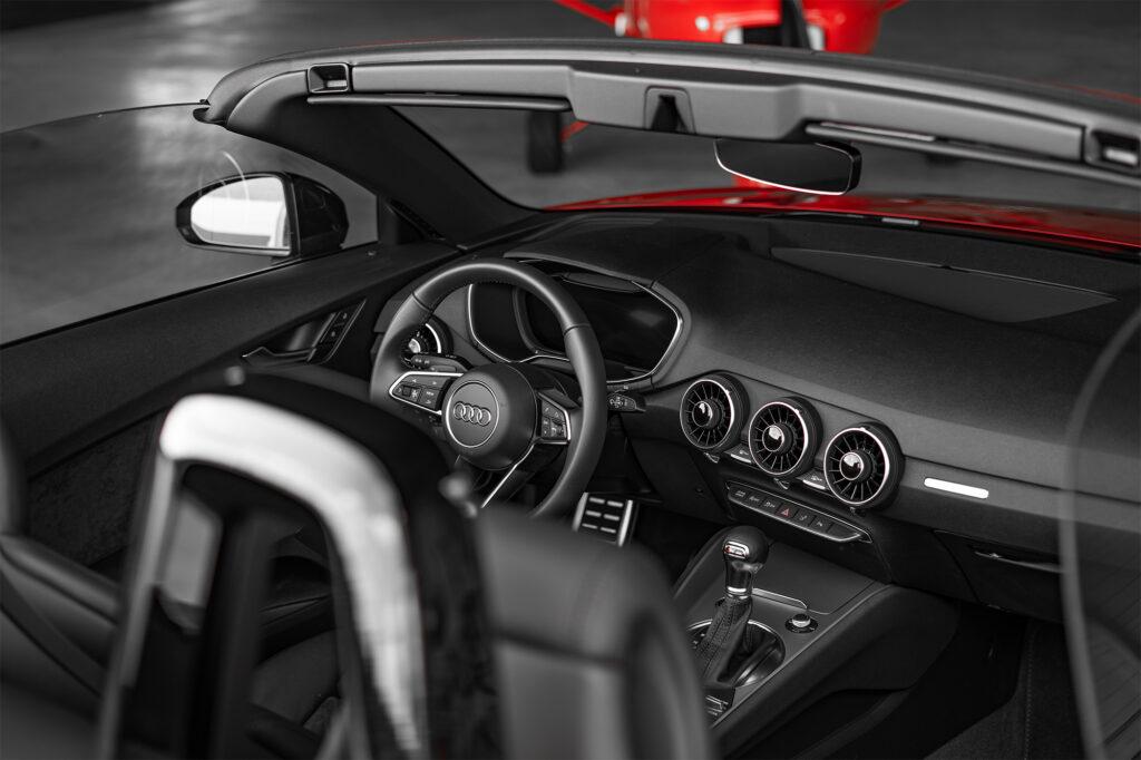 Audi TT Roadster Tangorot Cockpit